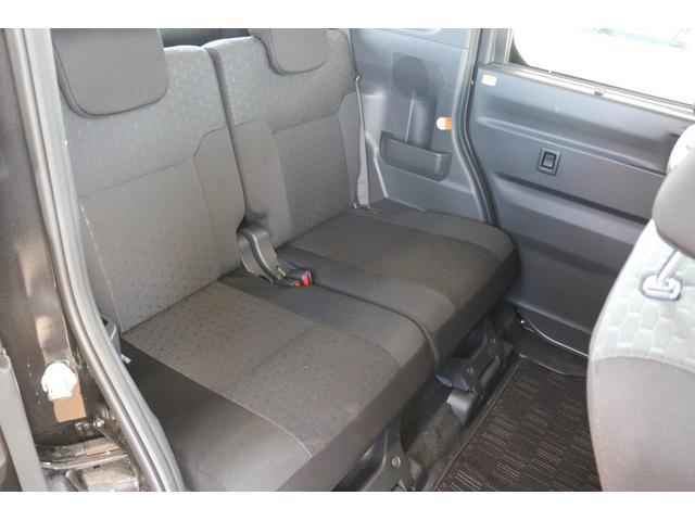 後部座席も十分なヘッドクリアランスが確保されております☆大人2人が余裕で座れますよ♪