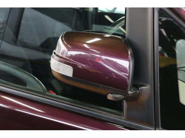歩行者や対向車からの視認性が高まるドアミラーウインカーを装備☆交差点などでの事故リスクを低減します。