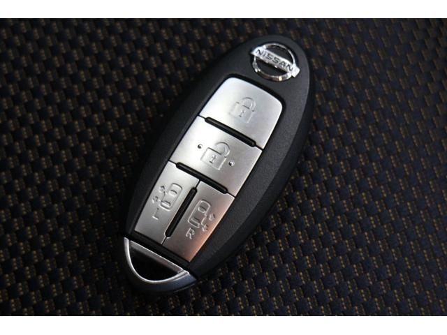鍵は離れた所から解錠とスライドドアの開閉が可能な便利なインテリジェントキー!