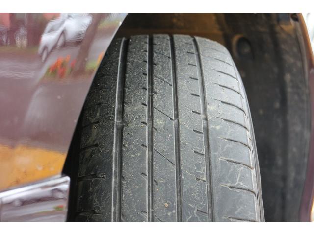 装着されているタイヤには溝が残っております。
