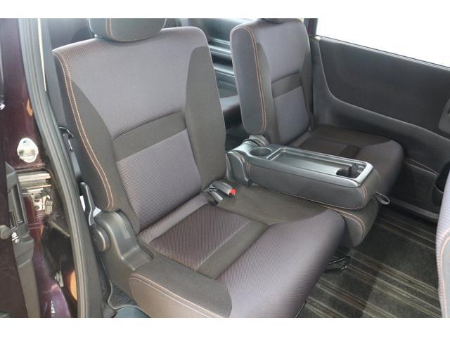 後部座席も十分なヘッドクリアランスが確保されております!