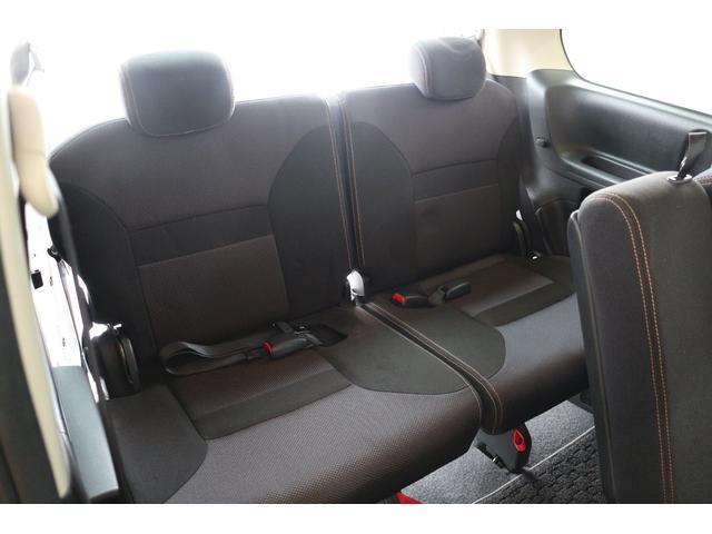 3列目のシートも大人2人が余裕で座れますよ♪