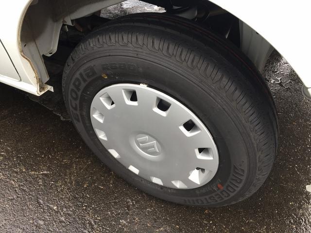 タイヤはさほど使用感ありません。12インチホイールキャップ付き