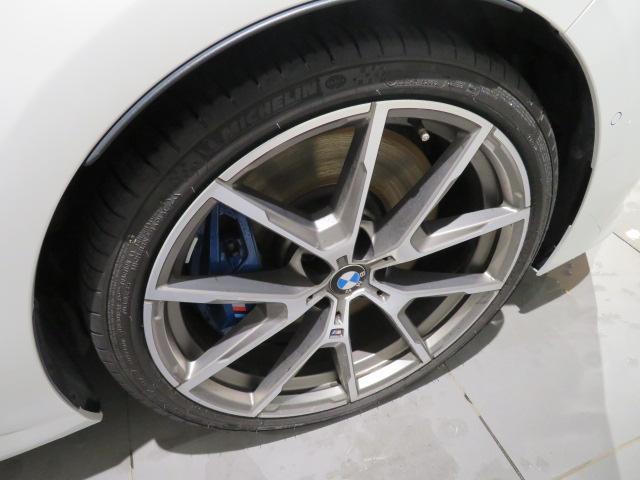 M850i xDriveクーペ 当社デモカー V8 4400ccエンジン ナイトビジョン B&Wサウンド 純正20インチアロイホイール レーザーライト xDrive(9枚目)