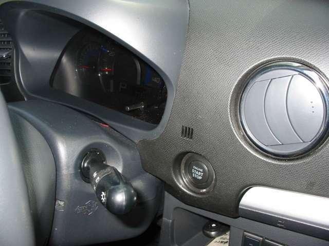 プッシュボタン式エンジン始動タイプです。手元の操作でラクラクエンジンスタート!