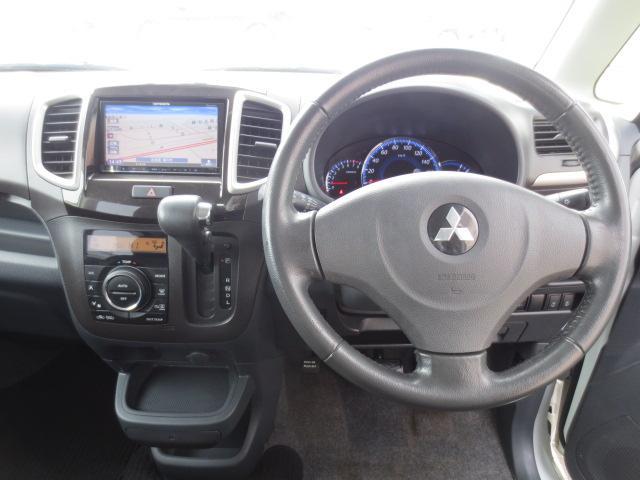 S 4WD ナビTV HID 両側パワースライド(3枚目)