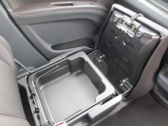 S 4WD ナビTV HID 両側パワースライド(9枚目)
