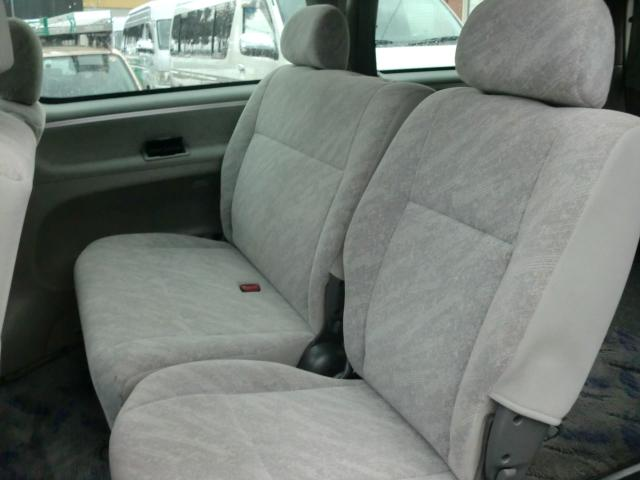 トヨタ レジアス 4ナンバー構造変更済み 5人乗り 4WD