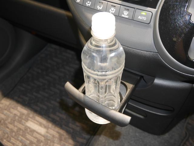 使わない時はスッキリ格納できるカップホルダーです