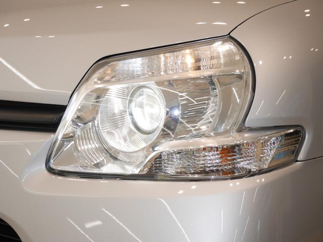 太陽光に近い白い光で、高輝度・長寿命なディスチャージヘッドライトです。夜も安心してドライブを楽しめますね