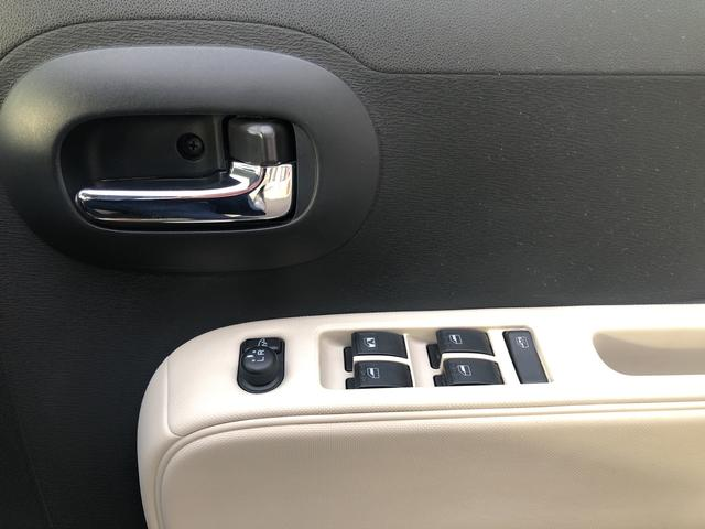 運転席のパワーウィンドウスイッチです。
