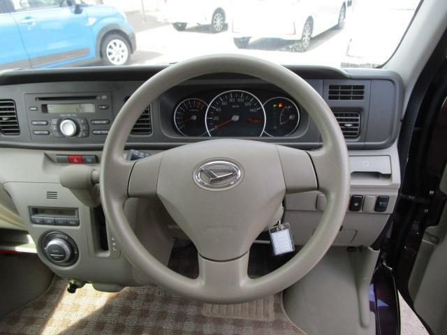 スローパーリヤシート付仕様 4WD 車椅子送迎車 両側スライドドア オートエアコン CDチューナー キーレスエントリー エンジンスターター アルミホイール(16枚目)