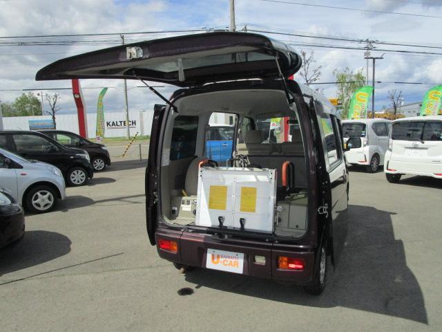 スローパーリヤシート付仕様 4WD 車椅子送迎車 両側スライドドア オートエアコン CDチューナー キーレスエントリー エンジンスターター アルミホイール(17枚目)