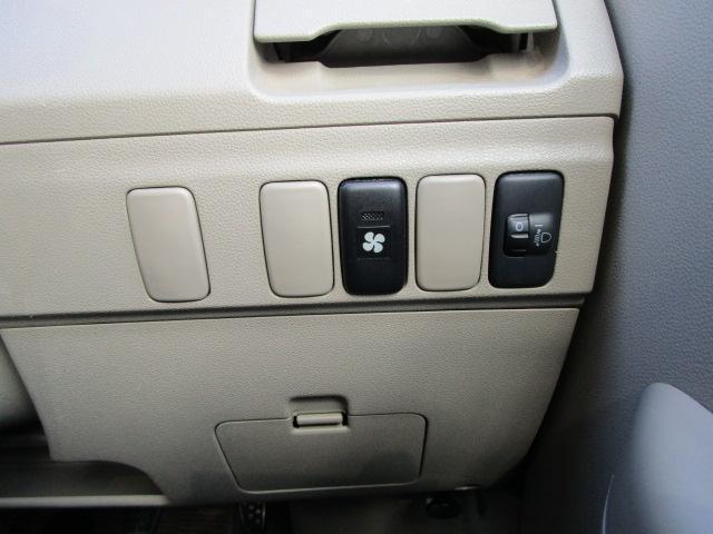 スローパーリヤシート付仕様 4WD 車椅子送迎車 両側スライドドア オートエアコン CDチューナー キーレスエントリー エンジンスターター アルミホイール(24枚目)