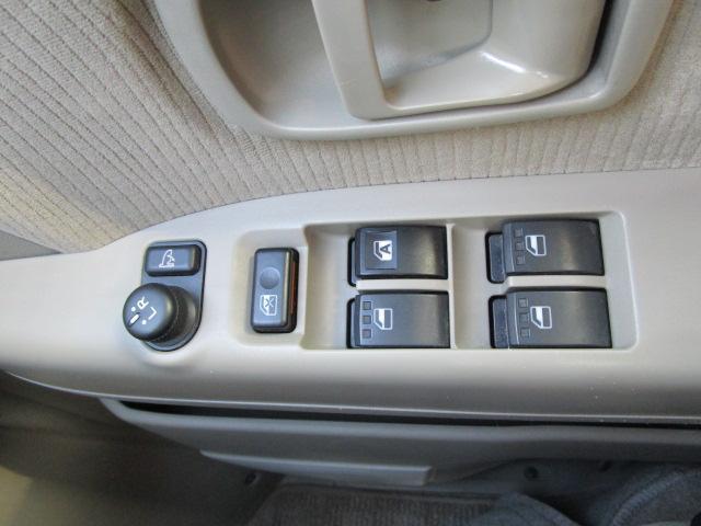 スローパーリヤシート付仕様 4WD 車椅子送迎車 両側スライドドア オートエアコン CDチューナー キーレスエントリー エンジンスターター アルミホイール(25枚目)