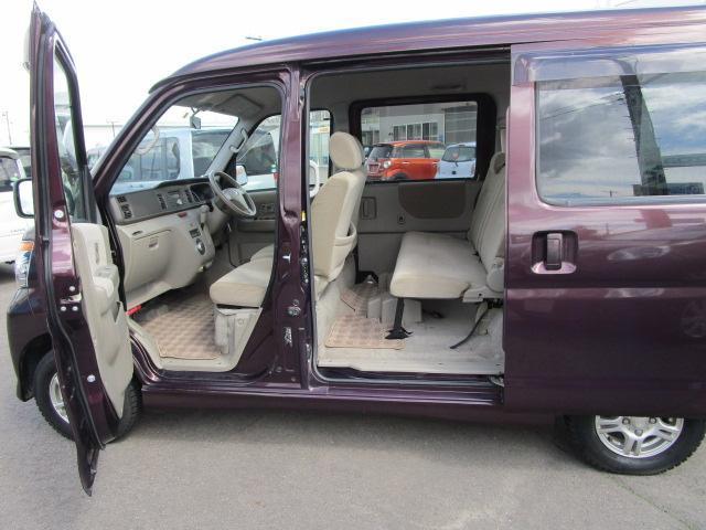 スローパーリヤシート付仕様 4WD 車椅子送迎車 両側スライドドア オートエアコン CDチューナー キーレスエントリー エンジンスターター アルミホイール(27枚目)