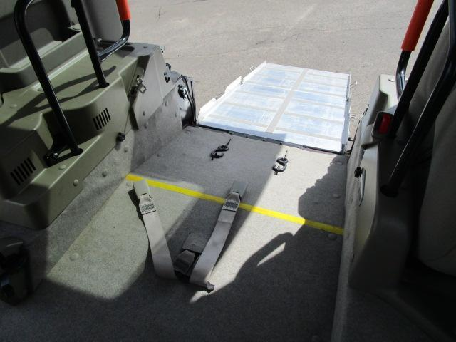 スローパーリヤシート付仕様 4WD 車椅子送迎車 両側スライドドア オートエアコン CDチューナー キーレスエントリー エンジンスターター アルミホイール(29枚目)