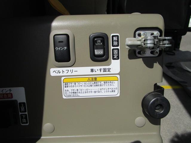 スローパーリヤシート付仕様 4WD 車椅子送迎車 両側スライドドア オートエアコン CDチューナー キーレスエントリー エンジンスターター アルミホイール(30枚目)