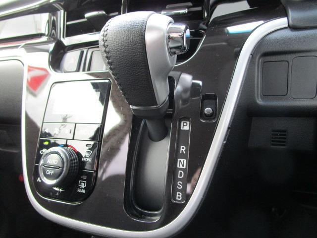 カスタム RS ハイパーリミテッドSAIII 4WD スマートアシスト ターボエンジン LEDヘッドライト LEDフォグランプ プッシュスタート CDチューナー オートエアコン オートライト 革巻きステアリングホイール 運転席シートヒーター(11枚目)