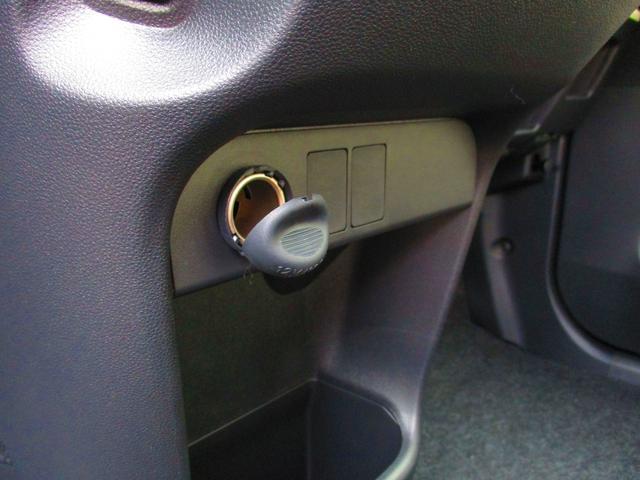 エアコンスイッチの下には、車内電装品用のアクセサリーソケットがあります。