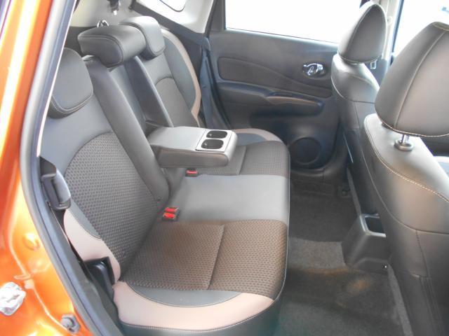 リアシート  後席も広々としていて快適なドライブをお楽しみいただけます!!