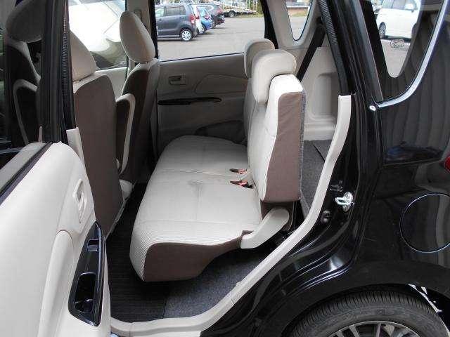 リアシート  後席も広々としており快適なドライブをお楽しみいただけます☆