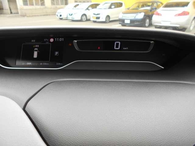 メーター周り デジタル表示で見やすいメーター!左のディスプレイには車輌情報など簡単に確認できます!