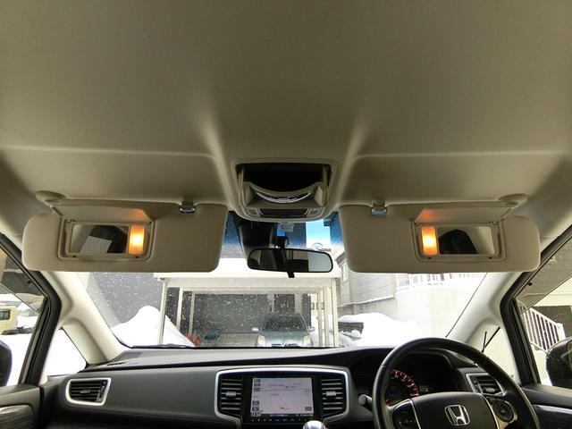 アブソルート 4WD あんしんパッケージ 3列8人乗り 両側パワスラ 夏冬タイヤ付き ハーフレザーシート LEDヘッドライト クルーズコントロール 純正エンジンスターター(14枚目)
