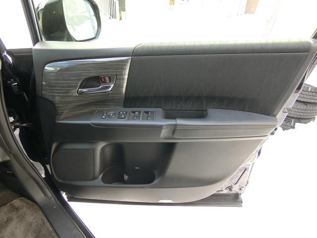 アブソルート 4WD あんしんパッケージ 3列8人乗り 両側パワスラ 夏冬タイヤ付き ハーフレザーシート LEDヘッドライト クルーズコントロール 純正エンジンスターター(21枚目)