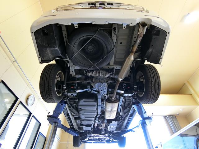 ZR 4WD ワンオーナー車 寒冷地仕様 3列7人乗り フリップダウンモニター コーナーセンサー 両側パワースライドドア クルーズコントロール 純正HDDナビ バックカメラ プッシュスタート ETC AFS(8枚目)