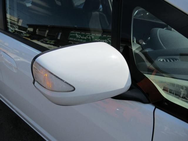 今や当たり前の装備となったウィンカー付きドアミラーです。視認性がよく安全です!