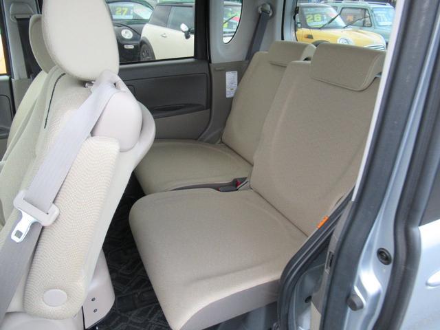 乗車しやすい左センターピラーレスなのでリヤシートに乗り込みも楽です!