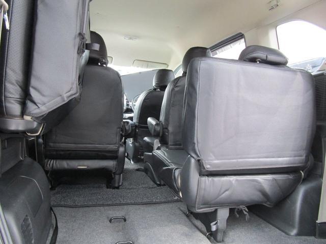 サードシートは左右振分けで、畳むと荷物も結構積めます!