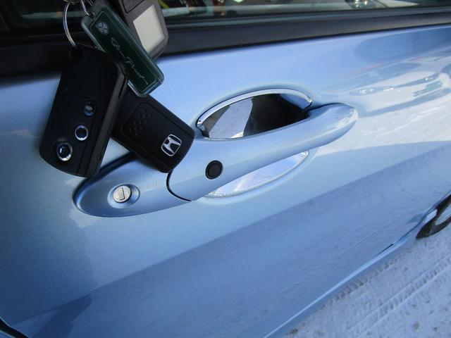 スマートキーを携帯していますとドアの開錠等もボタン一つで可能です!
