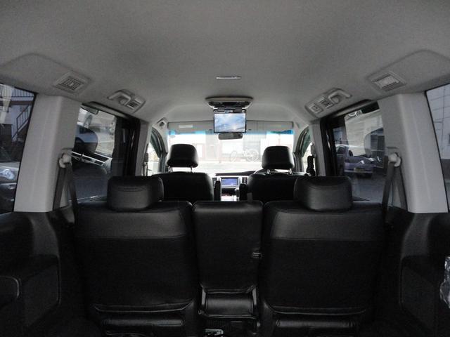 Z 4WD 外ナビDTV Bカメラ フリップダウンモニター スマートキー 新品17AWタイヤ 純正エアロ 純正HID 両側パワースライドドア ウインカーミラー 8人乗り 外Eスターター(12枚目)