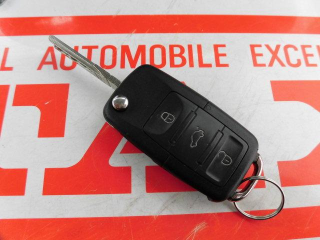 フォルクスワーゲン VW ニュービートル ベースグレード 本革シート 電動サンルーフ HID