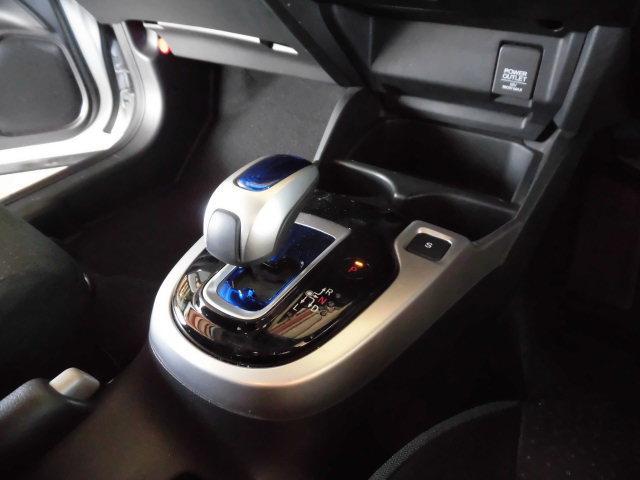 ホンダ フィットハイブリッド Fパッケージ 4WD プッシュスタート 横滑り防止