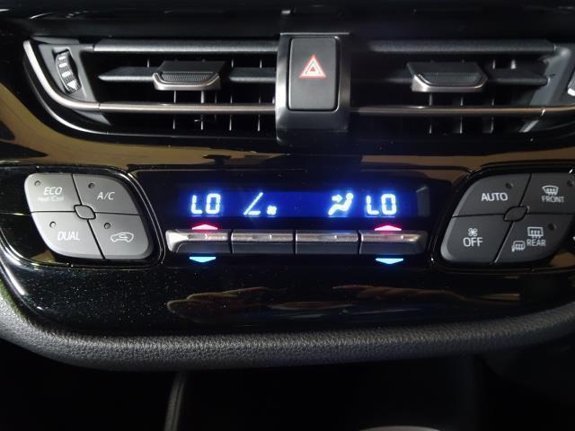 季節を問わず室内を快適に保つオートエアコン★デュアルタイプなので運転席と助手席の温度をそれぞれ設定できてとっても快適です!
