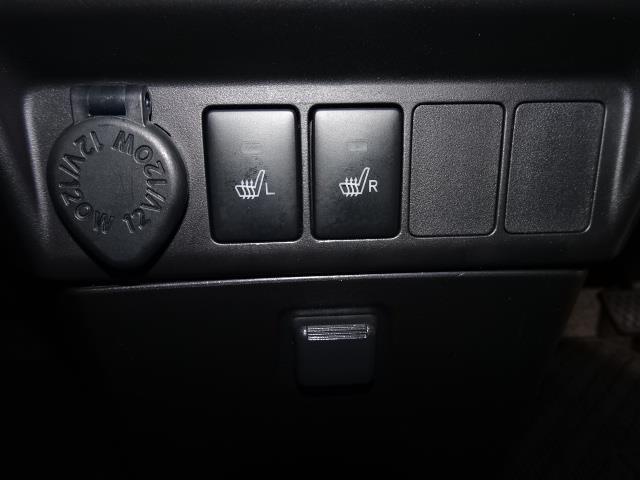 フロントシートには寒い季節に暖かく快適なシートヒーターを装備!エアコンとは異なる快適感です!