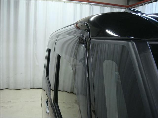サイドバイザー付きです。雨の日の車内の換気に便利です!