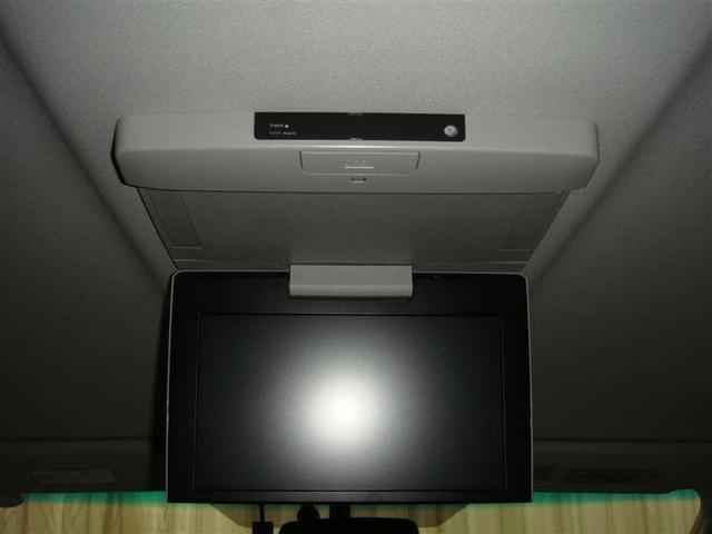 後席モニターも装備されております!!長距離運転の時など後ろに座っている方も退屈することはありません♪
