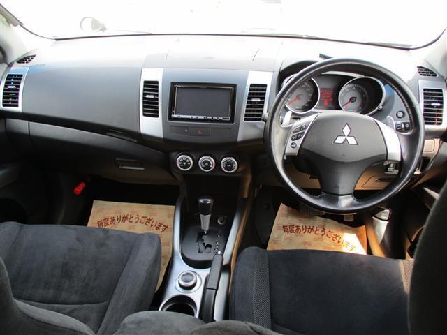 三菱 アウトランダー G 4WD 5人乗 サンルーフ フルセグHDDナビ エアロ