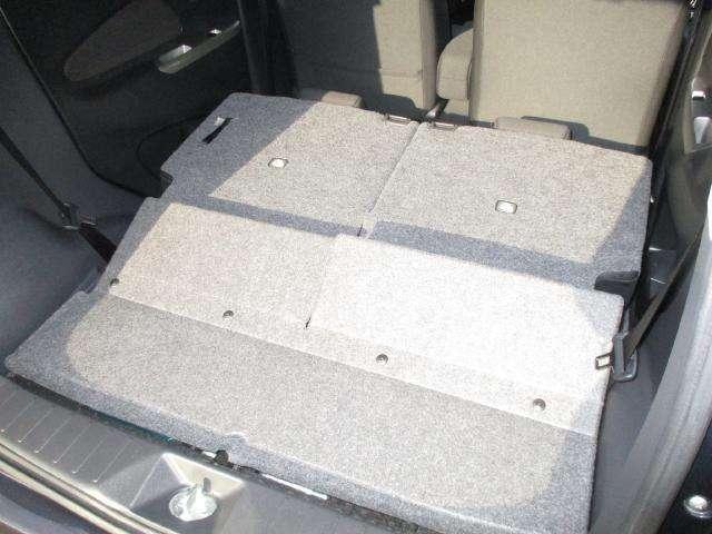 左右独立して倒れるシートなので用途に合わせて使い分けられます!!