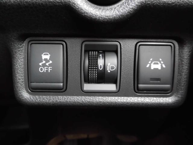 安全装置の横滑り防止機能【VDC】付きです。車がスピンしないようにコントロールしてくれる安全機能です。車線逸脱警報【LDW】は車線を外れると警報で知らせてくれます。