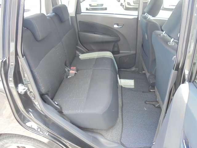 運転席は座面の上下調整が可能です。