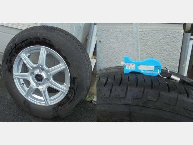 夏タイヤには市販品のアルミホィールが装着され残量は約5mmです。