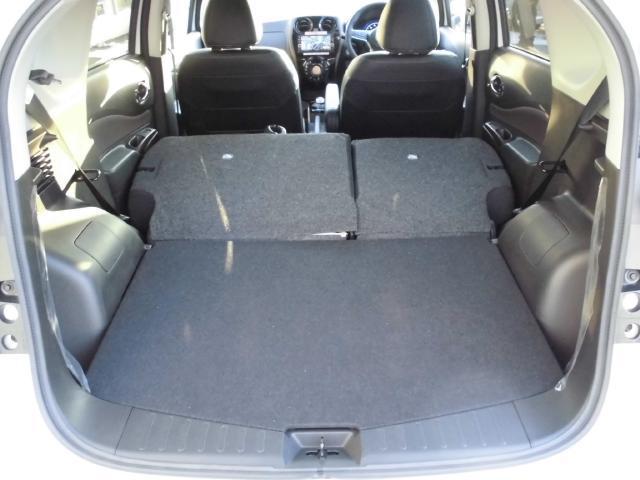 分割シートになっており用途に合わせてシートを倒すことができます。