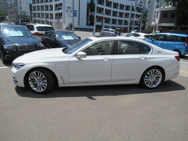 BMW Premium Selection延長保証:2年間または1年間の保証延長が可能です。延長保証期間中は、BMWエマージェンシー・サービスが付帯されますので安心です。長く乗りたい方にオススメです。