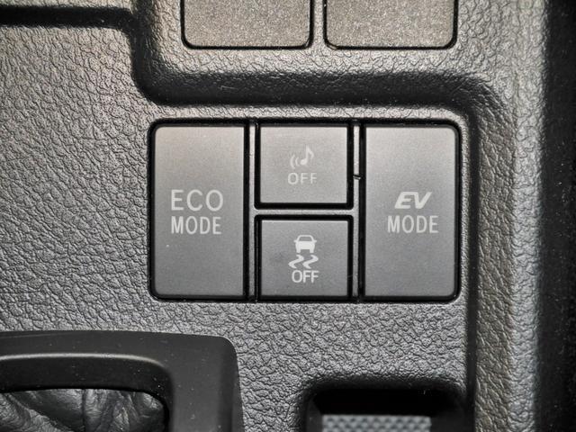 ECOモードスイッチ、車両接近通報OFFスイッチ、VSC(横滑り防止)・TRC(トラクションコントロール)OFF スイッチ、EVモードスイッチ