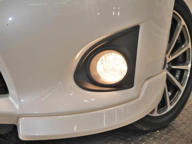 暗い夜道の視界を広げ運転をサポートする安心のフォグランプ